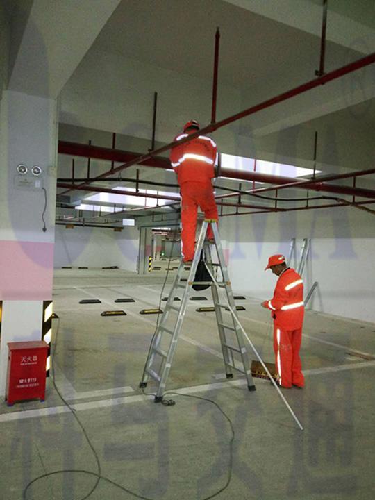 广州燕子岗体育馆地下停车场交通设施工程施工反光牌标识安装